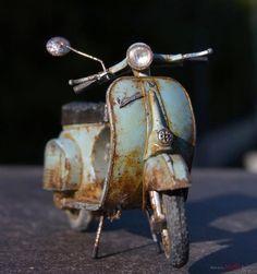 Miniature motorcycle by Satoshi Araki