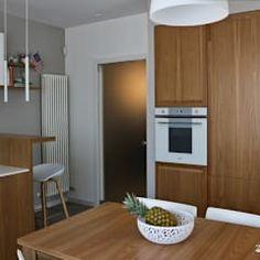 Cozinhas modernas por  lidia tecla sivo architetto - studio di progettazione Kitchen Cabinets, Studio, Table, Furniture, Home Decor, Design Ideas, Modern Kitchens, Stuff Stuff, Decoration Home