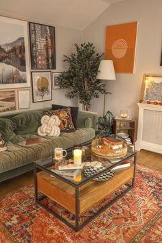 Home Living Room, Living Room Designs, Indie Living Room, Interior Design Living Room Warm, Vintage Living Rooms, Living Room Warm Colors, Cool Living Room Ideas, Apartment Living Rooms, Cozy Living Room Warm