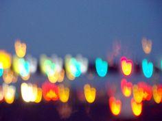 Verkeerslichten zonsondergang avond schemering wazig hart hou