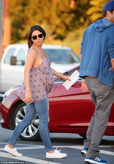 SoCal Style from Mila Kunis' Pregnancy Style The pregnant actress steps out in another fun flowing top and skinny jeans combo. Cute Maternity Outfits, Pregnancy Outfits, Maternity Wear, Maternity Fashion, Pregnancy Style, Summer Maternity, Maternity Styles, Pregnancy Fashion, Maternity Clothing