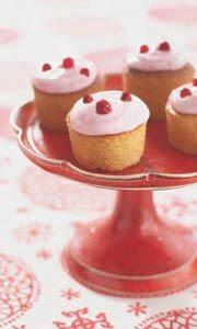 Kanel- och lingonmuffins med yoghurttopping