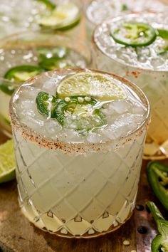 Spicy Margarita Recipe, Classic Margarita Recipe, Jalapeno Margarita, Margarita Recipes, Margarita Party, Margarita Mix, Batch Cocktail Recipe, Cocktail Recipes, Cocktails