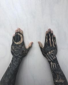 Hand Tattoos for Women Fingers Ears . Hand Tattoos for Women Fingers Ears . Side Hand Tattoos, Hand Tattoos For Women, Forearm Tattoos, Finger Tattoos, Body Art Tattoos, Sleeve Tattoos, Knuckle Tattoos, Tattoo Sleeves, Small Tattoos
