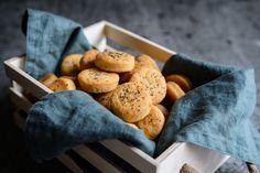 Omlós, cheddar sajtos, sós süti: isteni ropogtatnivaló - Recept | Femina