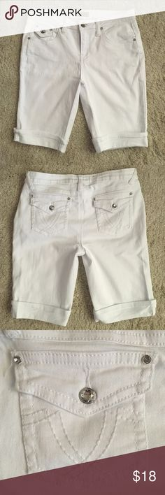 white jeans shorts  In excellent condition. Waist measures approximately 15.5 inches. 97% cotton 3% spandex. Making room in my closets. Smoke and pet free home. Earl Jean Shorts Jean Shorts