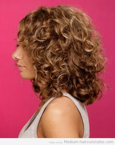 Medium Curly Hairstyles for Round Faces (4)