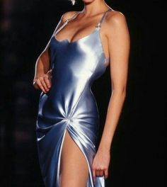 nadja auermann @ atelier versace s/s 1995 Fashion Killa, 90s Fashion, Runway Fashion, High Fashion, Fashion Beauty, Vintage Fashion, Fashion Outfits, Versace Fashion, Haute Couture Style