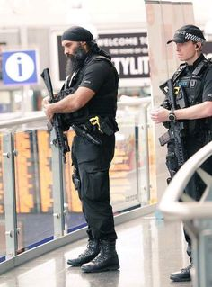 A Sikh Police Officer from West Midlands Police Firearms Operations Unit on duty in Share & Spread to salute our heroes serving all around the World! Military Gear, Military Police, Police Officer, Military Figures, Military Special Forces, Combat Gear, Man Of War, My Pool, Men In Uniform