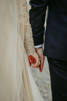 Wedding Couple Poses Photography, Couple Photoshoot Poses, Couple Posing, Wedding Photoshoot, Couple Dps, Muslimah Wedding Dress, Disney Wedding Dresses, Pakistani Wedding Dresses, Hijab Bride