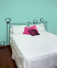cabeceira de ovelhas. adesivo de parede: cabeçeira de parede c/ ovelhas. Criado por Leo Conrado.