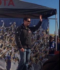 KB greeting fans at Charlotte 2014