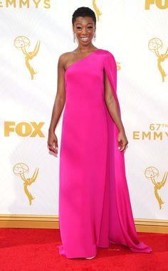Samira Wiley from Orange is the New Black on the #Emmys Red Carpet. Gorgeous in fuchsia!