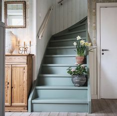 Easter Touches in a Charming Swedish Home (my scandinavian home) – blackhouse. Benjamin Moore Colors, Painted Stairs, Swedish House, Swedish Cottage, Scandinavian Home, Swedish Home Decor, Swedish Interiors, Trendy Home, Foyers