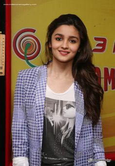 Alia-Bhatt-at-Radio-Mirchi-(6)