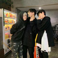 Korean Boys Ulzzang, Ulzzang Couple, Ulzzang Boy, Korean Girl, Boy Best Friend, Best Friend Goals, Cute Boy Pic, Squad Pictures, Boy Squad