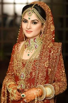 Rightly said, Indian Brides are the Epitome of Beauty. Such a Stunning and Inspiring Short Video of an Indian Bride. Bridal Lehenga, Saree Wedding, Tamil Wedding, Gold Wedding, Bridal Looks, Bridal Style, Beautiful Bride, Beautiful People, Costume Renaissance