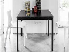 Jetzt versandkostenfrei bestellen: Tischserie Easy - moderne Esstische von Kristalia. Erhätlich in verschiedenen Größen und Ausführungen. Design: Bluezone.