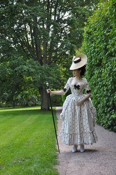 robe à l'Anglaise à la Polonaise, via The Aristocat