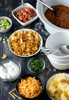 Hosting a group for the big game? This easy Chili Bar Party is classic pigskin party fare, plus most everything can be made in advance leaving you more time to watch the game or mingle with guests. Chili Bar Party, Bbq Party, Winter Onederland, Chili Recipes, Copycat Recipes, Chipotle, Chili Toppings, Nacho Bar