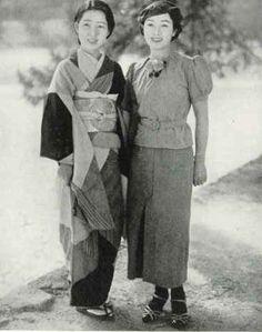 Traditional and Modern Japanese women 1938 Old Photography, Advertising Photography, Japanese History, Japanese Culture, Vintage Photographs, Vintage Photos, Kabuki Costume, Kimono Design, Art Japonais
