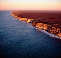 Walk along the Bunda Cliffs (or Edge of the Earth) in Australia. Medan, Cliff, Places To See, Road Trip, To Go, Australia, Earth, River, Awesome
