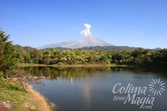 Laguna de Carrizalillo, Comala, Colima. Vista panorámica del volcán de fuego.