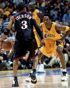 Allen Iverson & Kobe Bryant during the 2001 NBA Finals. Basketball Pictures, Love And Basketball, Sports Pictures, Nba Players, Basketball Players, Kobe Basketball, 2001 Nba Finals, Mode Hip Hop, Kobe Bryant Pictures