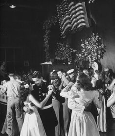 Hottest No Cost Photo: A view of a dance at a Servicemen's Country Club. Chicago, Strategies Dance and action therapy is now an important part of numerous day-care services in German-speaking Vintage Pictures, Old Pictures, Old Photos, Vintage Romance, Vintage Love, Vintage Vibes, Vintage Style, Shall We Dance, Old Soul