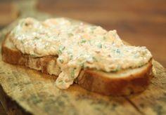 Lachs schmeckt auch prima aufs Brot. Zum Beispiel in diesem würzig-feinen Brotaufstrich.