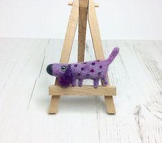 Needle-Felted-Dog-Brooch-Dachshund-Fun-Brooch-made-by-Ingrid-Wolf
