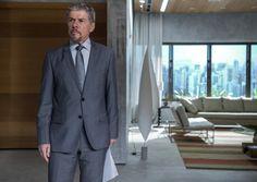 Terno cinza com gravata cinza do personagem Tião de #ALeiDoAmor   Foto: Globo/Estevam Avellar