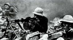 A Firefight with the Viet Cong during the Vietnam War. Vietnam History, Vietnam War Photos, South Vietnam, Vietnam Veterans, Military Photos, Military History, North Vietnamese Army, My War, War Photography