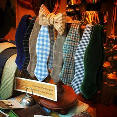 "charleshenry: ""Bow ties in the window. Gq Fashion, Fashion Outfits, Preppy Fashion, Chuck Bass Style, Preppy Style, My Style, Bowtie And Suspenders, Business Dresses, Bow Ties"