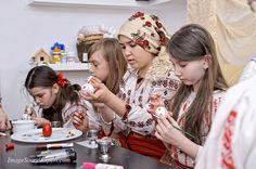 scoala altfel 2015, atelier de pictat oua, diffrent school 2015, workshop painted eggs, verschiedenen schul 2015, workshop bemalte eier, ecole differente 2015, l'atelier oeufs peints,