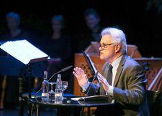 John Irving rindió tributo a Günter Grass > http://zonaliteratura.com/index.php/2015/05/11/john-irving-rindio-tributo-a-gunter-grass/
