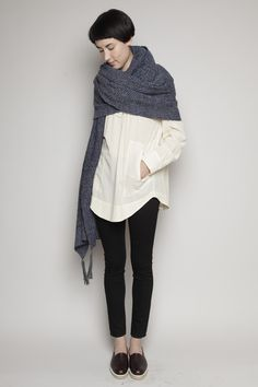 I could do this with my blue oxford and my stripey nautical pashmina. Swaddled.