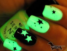 Glow Green and Black Star Nails. This is all sorts of perfect! I love it, so clever! :)
