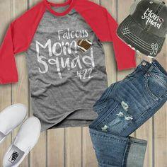 Football mom look Sports Mom Shirts, Basketball Mom Shirts, Cheer Shirts, Hockey Mom, Football Shirts, Team Shirts, Super Bowl, Football Cheer, Football Stuff
