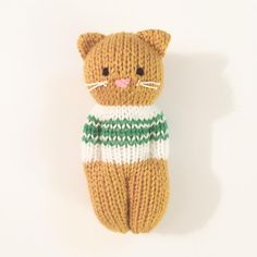 Kitty Friends-Muster von Esther Braithwaite - Knitting for beginners,Knitting patterns,Knitting projects,Knitting cowl,Knitting blanket Knitted Doll Patterns, Animal Knitting Patterns, Knitted Dolls, Stuffed Animal Patterns, Crochet Toys, Crochet Patterns, Knitted Teddy Bear, Knitted Cat, Knitted Animals