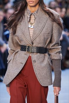 Chloé Fall 2020 Ready-to-Wear Collection - Vogue 2020 Fashion Trends, Fashion 2020, Fashion Show, Fashion Outfits, Fashion Brands, Fashion Clothes, Chloe Fashion, Inspiration Mode, Jackets For Women