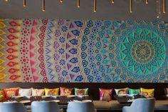 Restaurant design wall decoration r Deco Restaurant, Restaurant Interior Design, Cafe Interior, Modern Interior Design, Contemporary Interior, Coffee Shop Design, Cafe Design, Web Design, Boheme Style