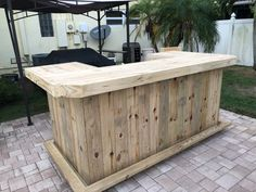 Mini Mega U Shape - Rustic real pressure treated wood barn wood style, pallet style outdoor or indoor patio bar with angled corners Outdoor Bar And Grill, Outdoor Patio Bar, Backyard Bar, Backyard Ideas, Backyard Fireplace, Backyard Kitchen, Rustic Outdoor, Patio Ideas, Diy Home Bar