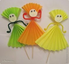 Handmade Paper Doll Making Easy Paper Crafts, Paper Crafts For Kids, Preschool Crafts, Diy For Kids, Crafts To Make, Fun Crafts, Arts And Crafts, Paper Folding For Kids, Quick Crafts