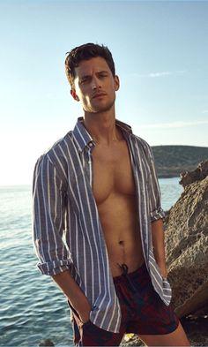 Summer in Ibiza: Garrett Neff for Código Único - The Fashionisto Modern Gentleman, Modern Man, Ibiza Outfits, Modern Mens Fashion, Ibiza Fashion, Beach Fashion, Men's Fashion, The Fashionisto, Photography Poses For Men