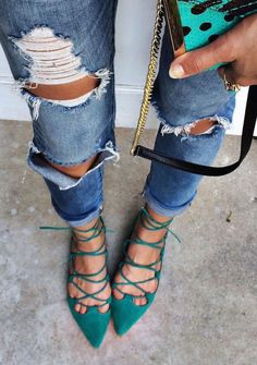 Simple but enjoyable, yes that is Flats Shoes. It will make your move comfortable and you'll still be able to look stylish with the lace-up combined with right outfit. How To Wear Jeans, Moda Fashion, Womens Fashion, Fashion Trends, Runway Fashion, Spring Summer Fashion, Autumn Fashion, Spring Outfits, Spring 2016