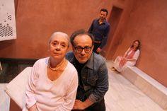 Από την Κυριακή 11 έως και την Τρίτη 13 Αυγούστου παρουσιάζεται στον ιδιαίτερο χώρο του Ιμαρέτ η θεατρική παράσταση του Κώστα Ακριβού «Ο γηραιός πατήρ μου» σε σκηνοθεσία Θοδωρή Γκόνη, στο πλαίσιο του 56ου Φεστιβάλ Φιλίππων Θάσου. Τέσσερις αφηγηματικές φωνές γύρω από την υποψία: άφησε απόγονο ο Κ. Π. Καβάφης; Sari, Fashion, Saree, Moda, Fashion Styles, Fashion Illustrations, Saris, Sari Dress
