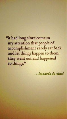 """""""Hace tiempo ha llamado mi atención que la gente de logro raramente se sentó y esperó que las cosas le pasarán. La gente de logro salió y le pasó a las cosas""""."""