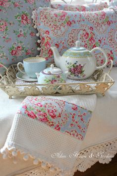Aiken House & Gardens: A Cath Kidston Look in the Porch