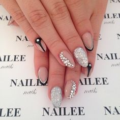 I like some of these lines Love Nails, Red Nails, How To Do Nails, Pretty Nails, Hair And Nails, French Tip Nail Designs, Pretty Nail Designs, French Tip Nails, Nail Art Designs